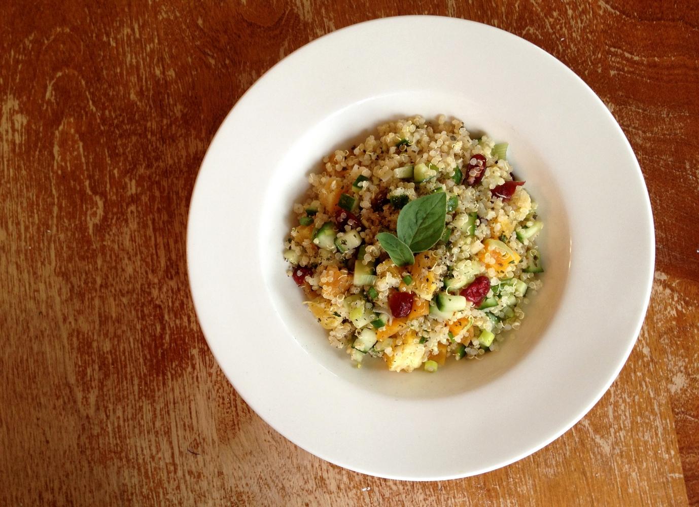 salade-quinoa-fruits-seches-agrumes