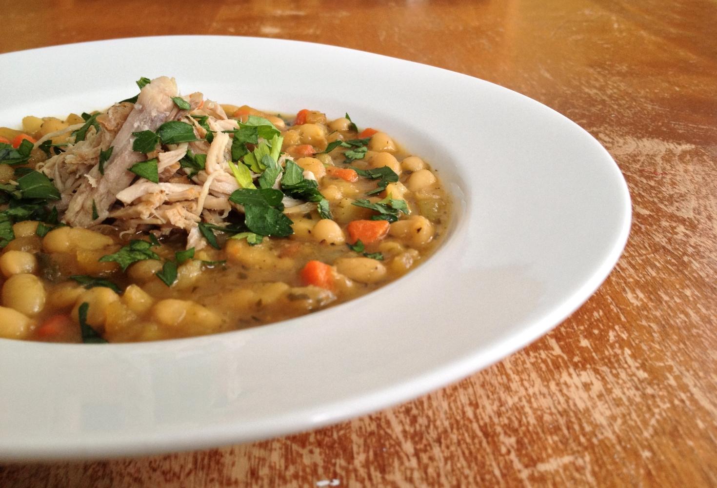 Chaise Cuisine Noyer : Soupe d'haricots blancs aux légumes racines & porc éffiloché à l