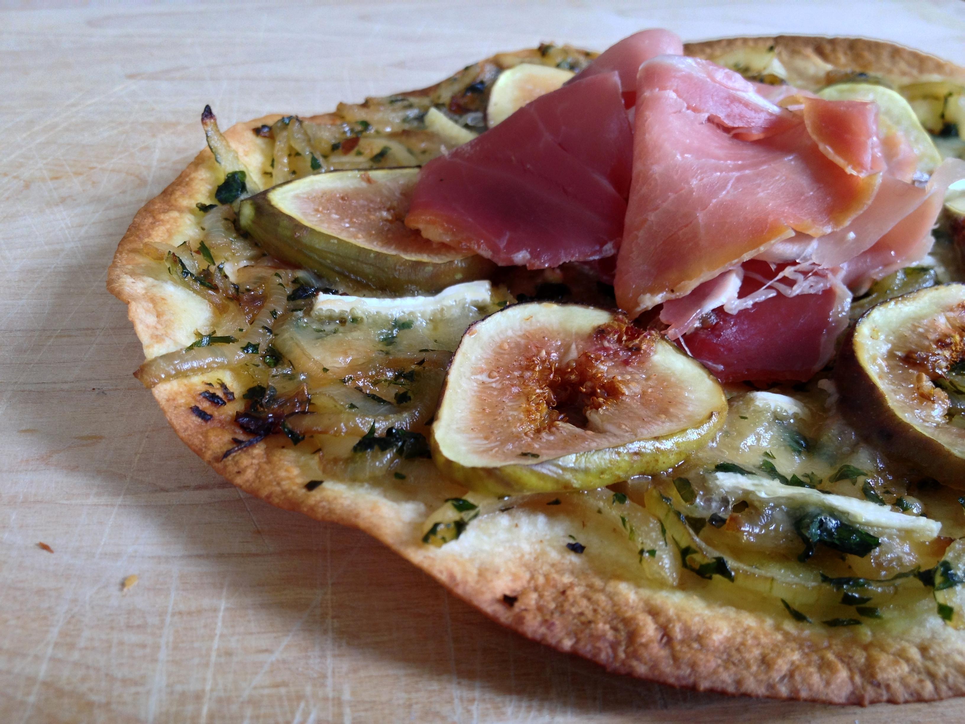 pizza-brie-figues-prosciutto-1