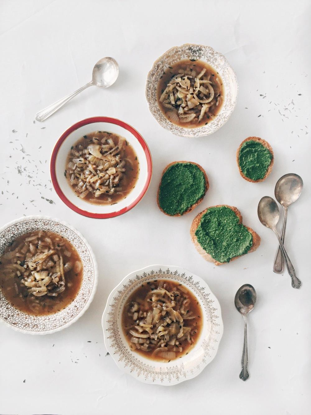 soupe-oignon-pesto-