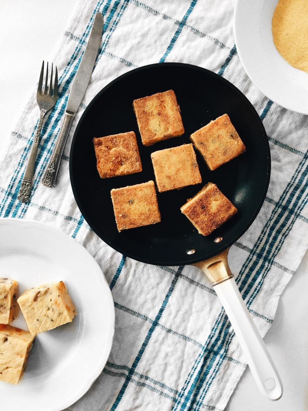 Croquettes de polenta à la courge musquée, champignons, parmesan, sauge Cuisine estudiantine