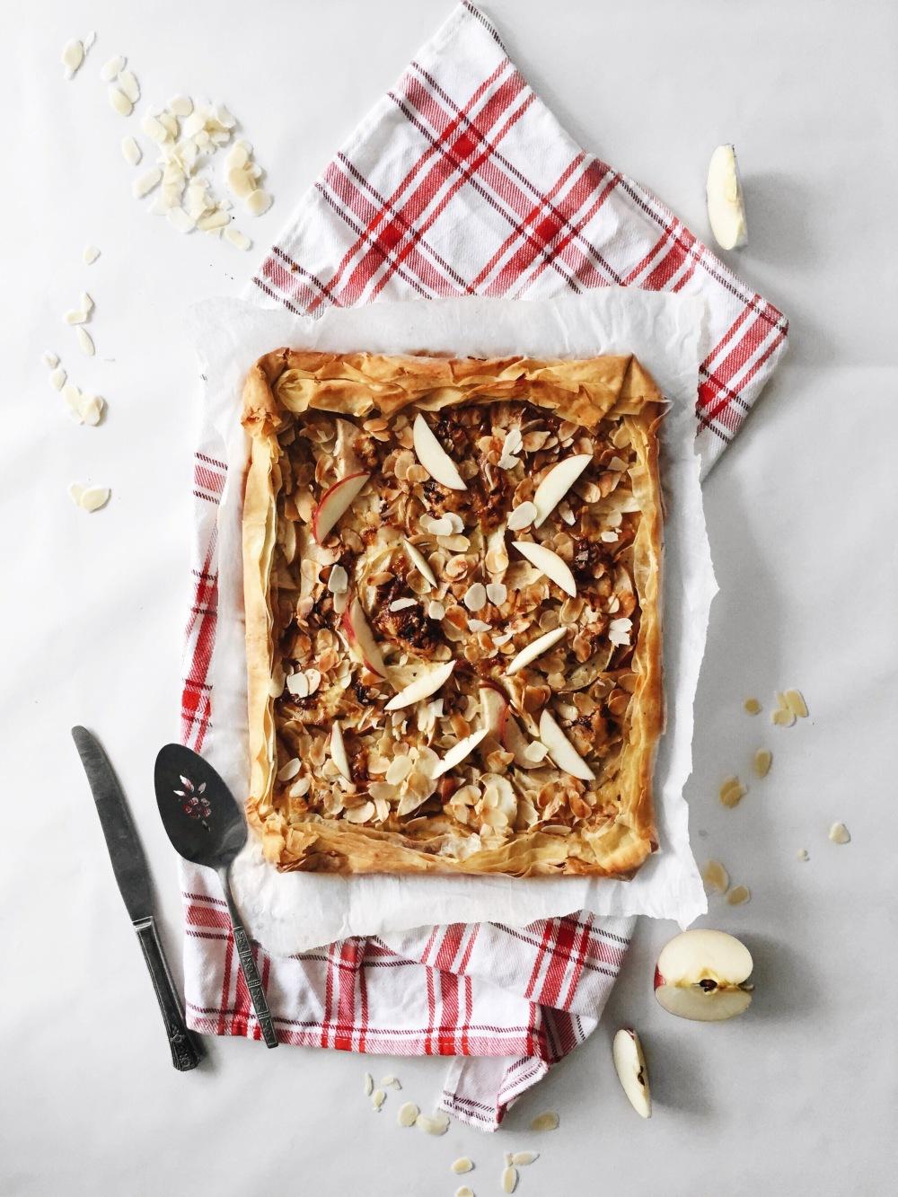 tarte fine pâte phyllo, pommes, fromages, amande et miel