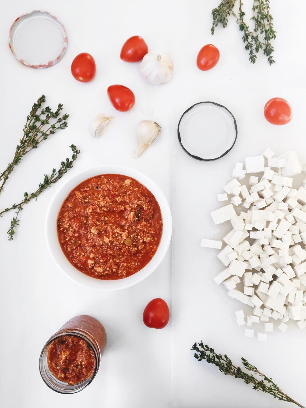 Sauce à spaghetti végane aux légumes et au tofu