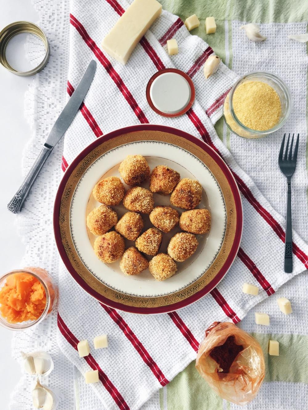 Croquettes de pomme de terre pilée et courge musquée au centre coulant de mozzarella