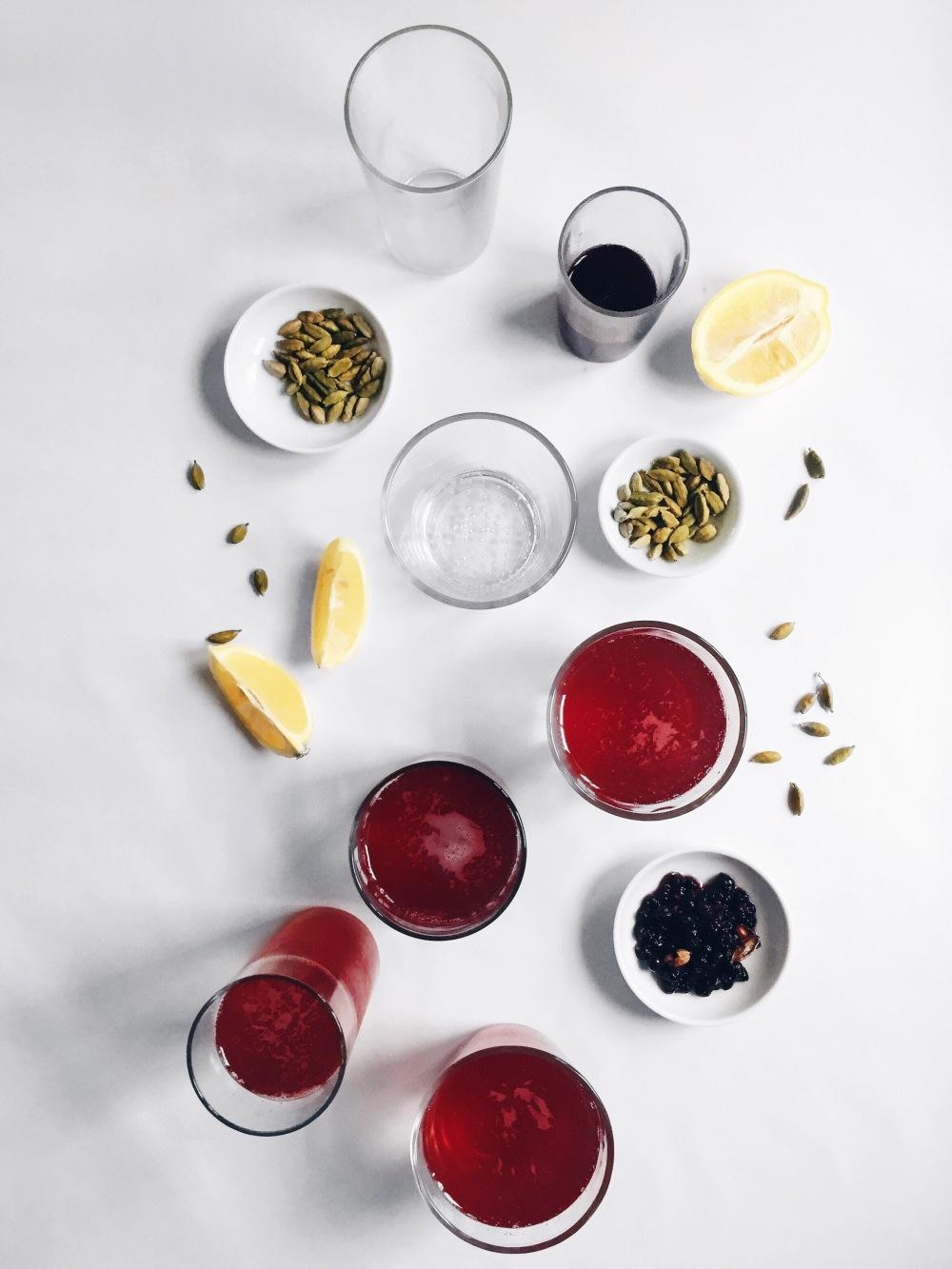Liqueur maison au sirop de bleuet, érable, gingembre, citron et cardamome