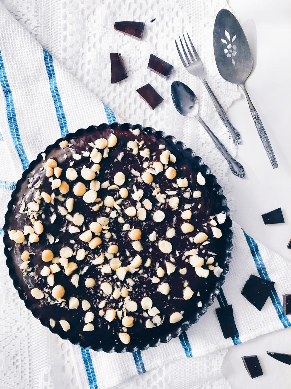 Tarte végane de biscuit double chocolat aux noix de macadam