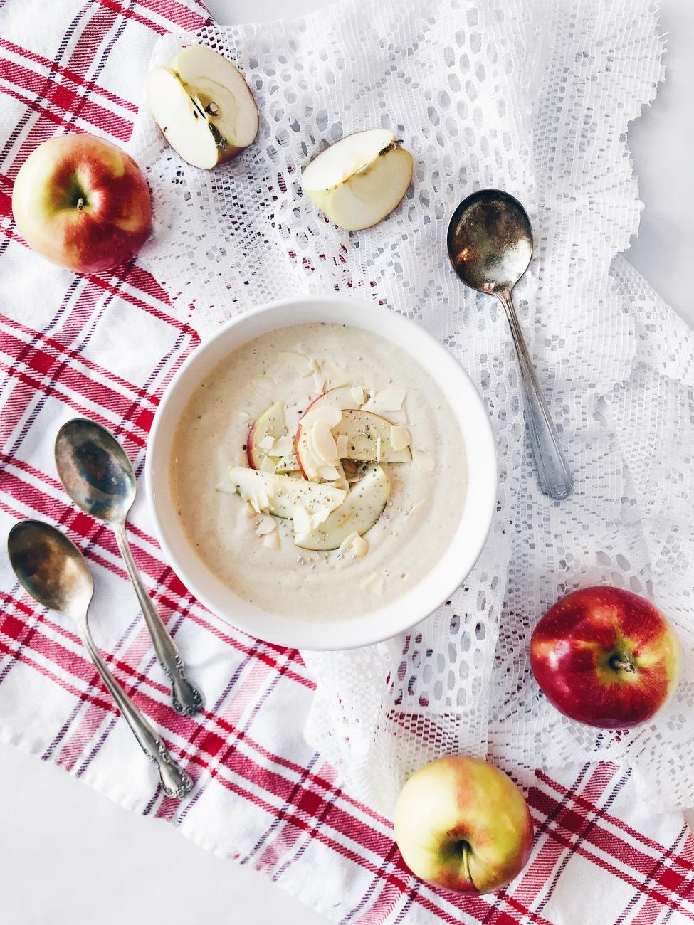 Pouding déjeuner végane aux pommes, érable, chia et amandes